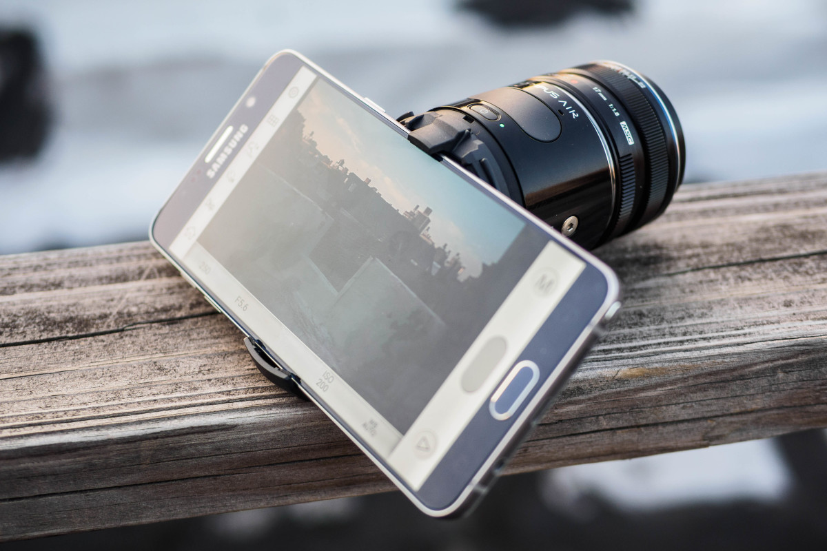 The Olympus Air A01 attached to a Samsung Galaxy Note 5