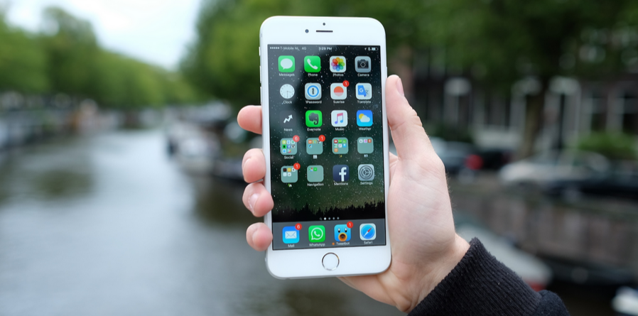 Apple's iOS 9.0.1 update fixes the bug that prevented set up for some users