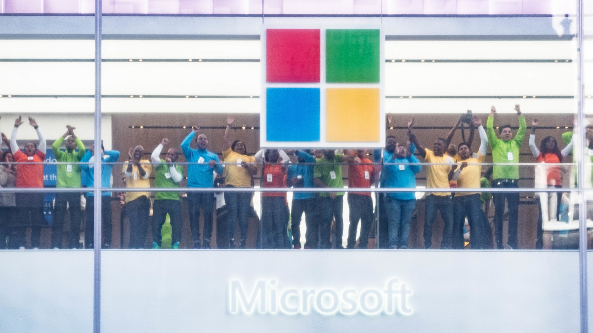 Microsoft is giving up on its physical stores