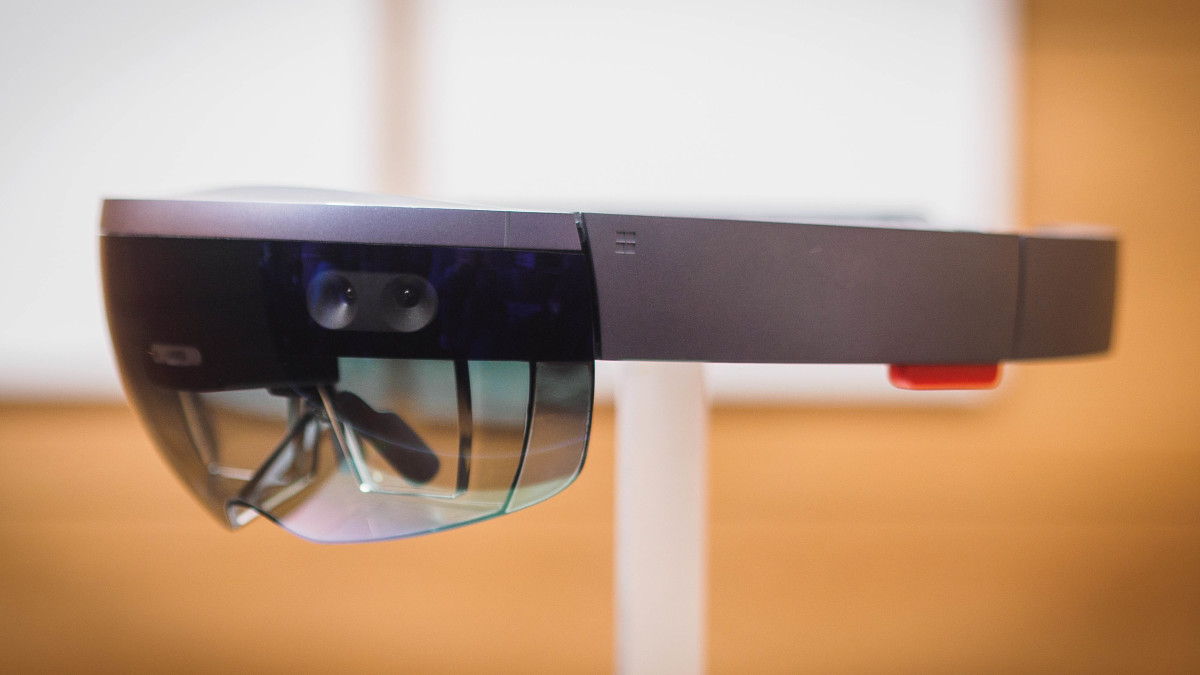 Microsoft may reveal new HoloLens mixed reality headset in February
