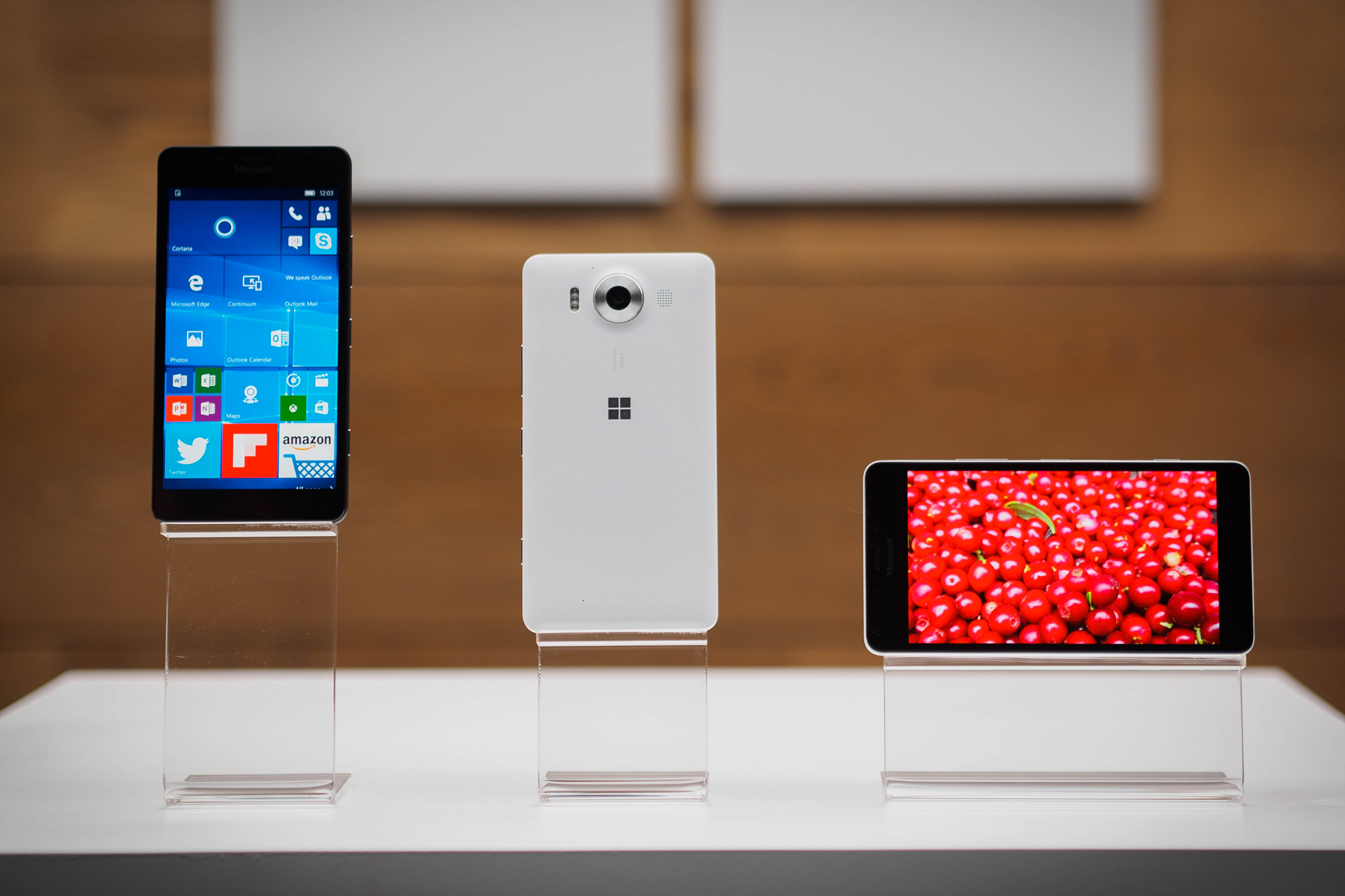 Microsoft's Lumia 950 and 950 XL are finally going on sale November 20 and 25