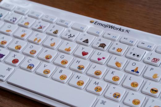 emoji+keyboard+base+angle+half