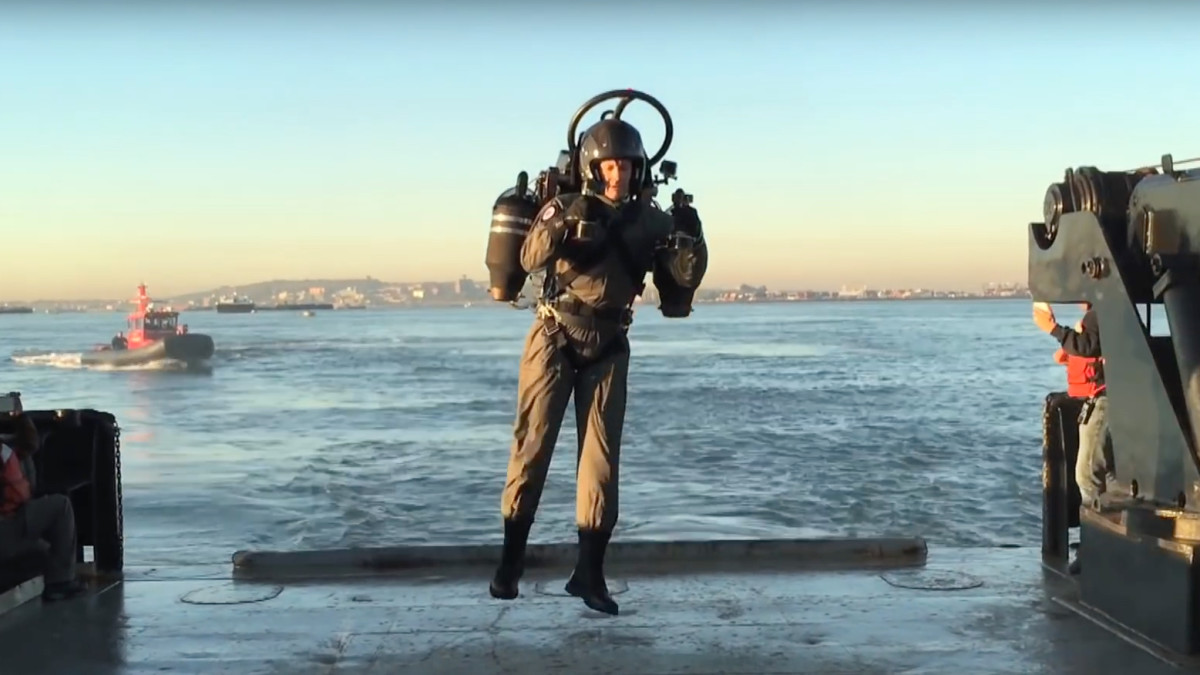Watch this jetpack pilot soar past the Statue of Liberty