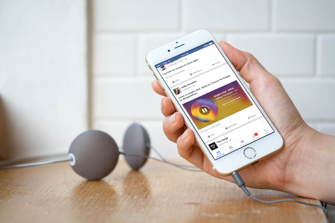 Facebook will now play Spotify and Apple Music tracks right in your News Feed