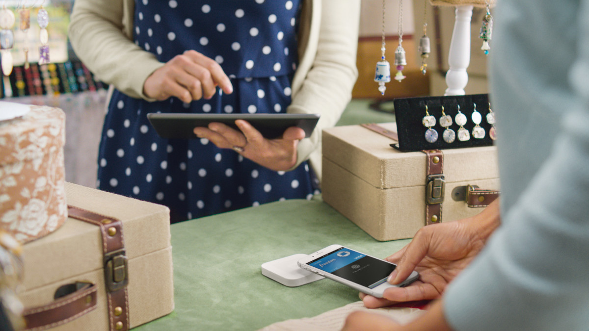 Pay at your favorite indies using Apple Pay as Square goes live at 100 local US stores