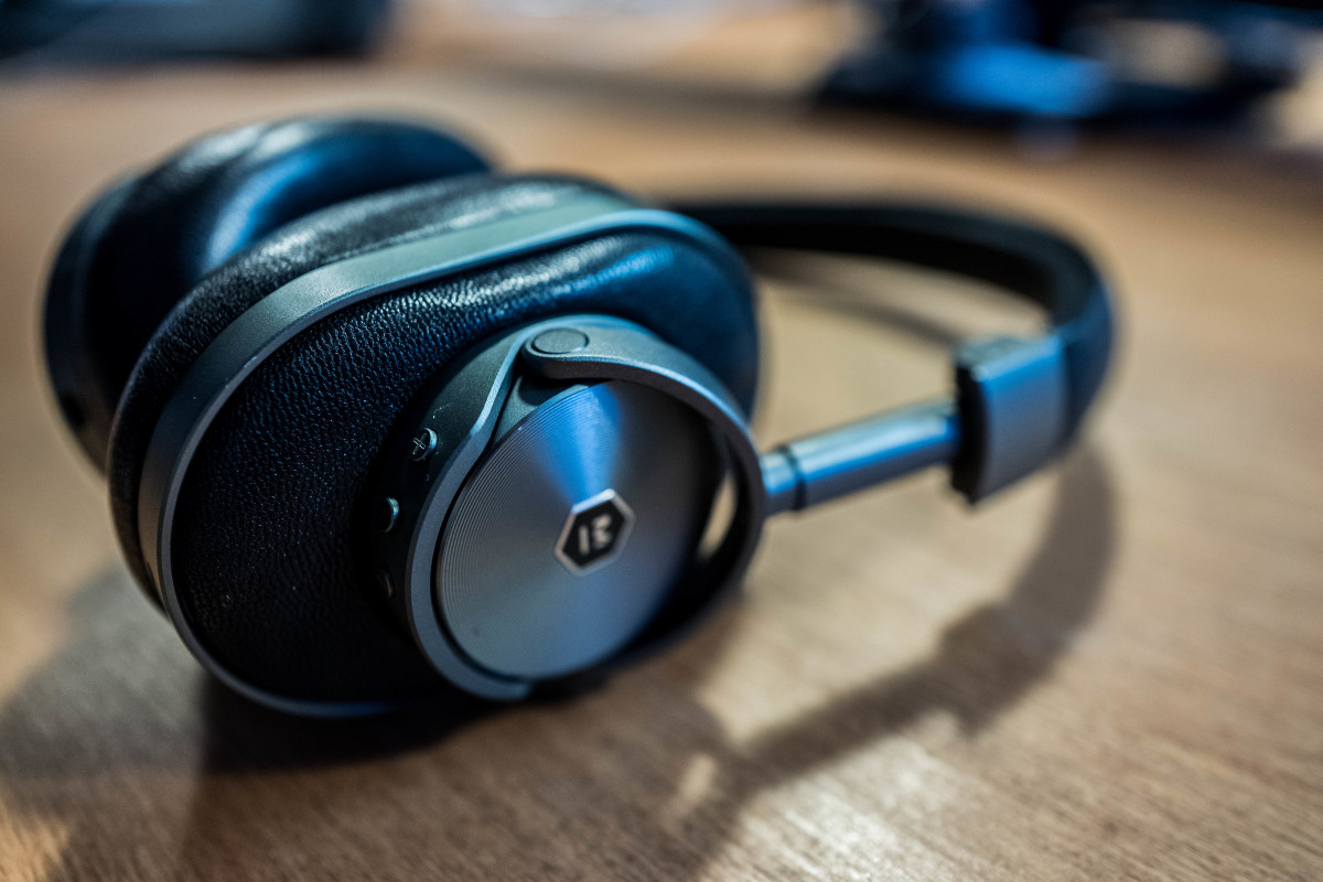 Master & Dynamic's MW60 wireless headphones are the finest money can buy