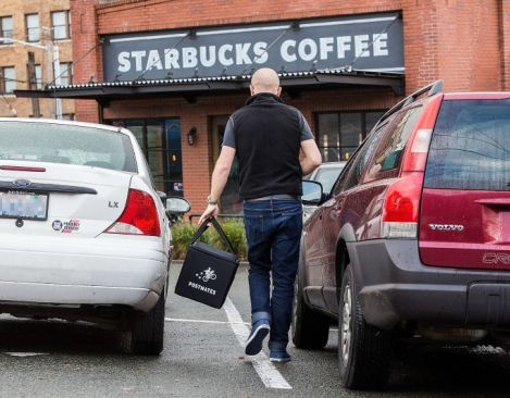 Drink your Starbucks without getting dressed, but you may wait an hour to get it
