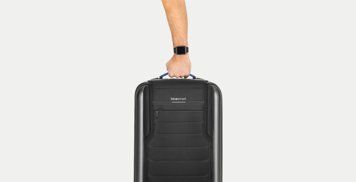 This smart bag can charge phones, weigh itself… and nearly got me kicked off a flight