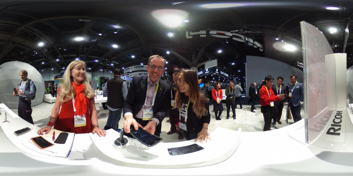 Hands-on: Ricoh's Theta S 360-degree camera makes everyone a photo bomber