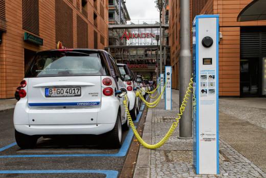 800px-Berlin_-_Potsdamer_Platz_-_E-Mobility-Charging-e1419262180525