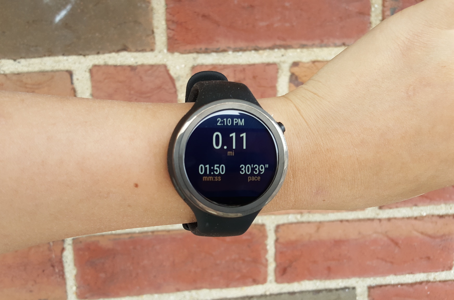 Moto 360 Sport review: If you haven't bought it yet, you're better off waiting