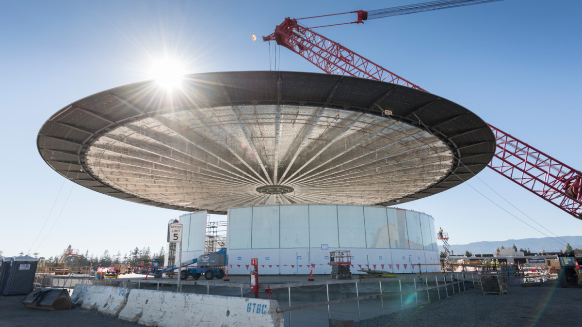 The roof on Apple's new 'Theatre' is an amazing one-piece design that weighs 80 tons ...