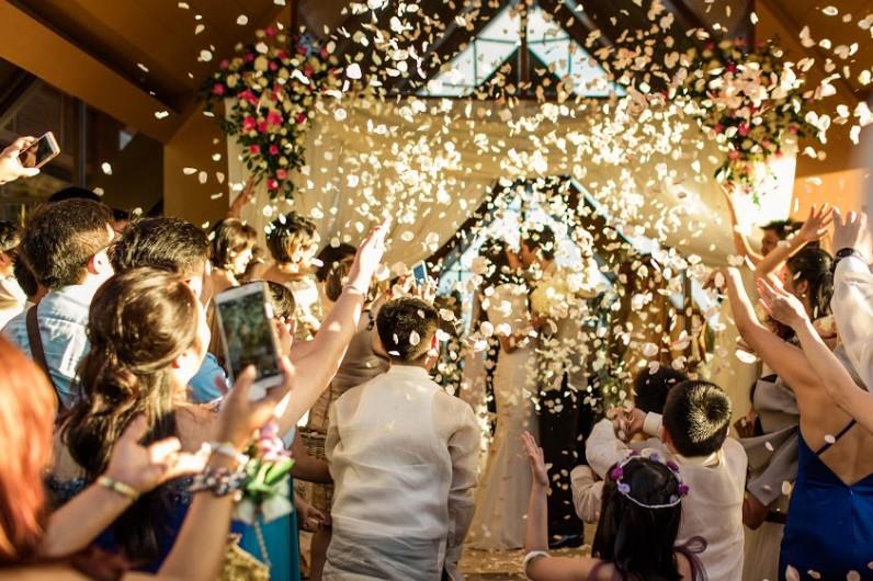 7 tech-savvy ways to upgrade your wedding