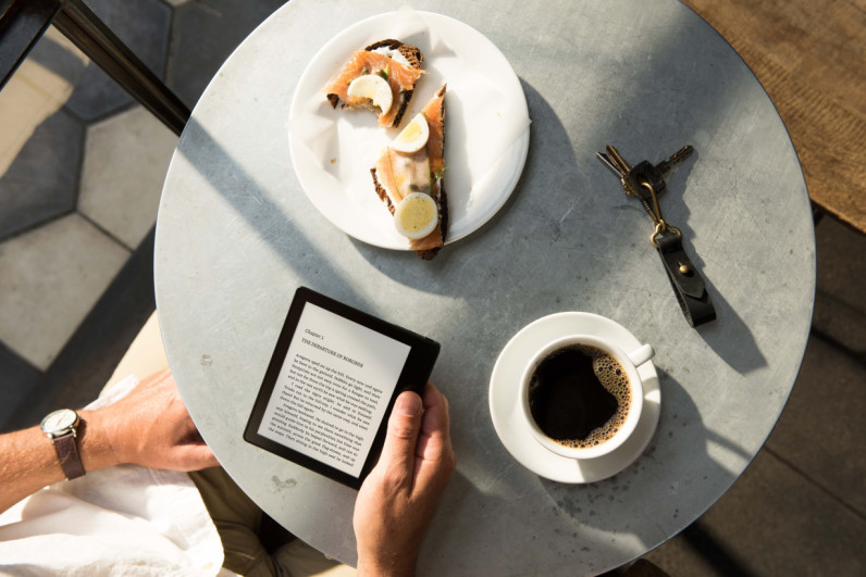 Amazon's $289 crazy thin Kindle Oasis has a battery cover that adds months of charge