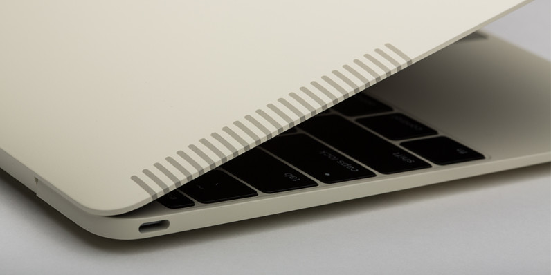 Colorware-skinned 12-inch MacBook looks like an Apple IIe from the 80s