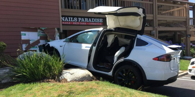 Tesla owner claims Model X sped up, struck a building autonomously [Update]