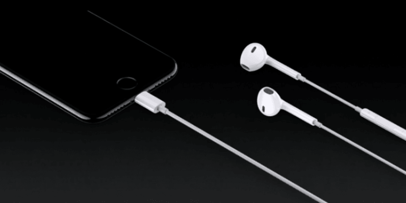Apple officially scraps the headphone jack for cordless EarPods with 'Lightning' charging ...