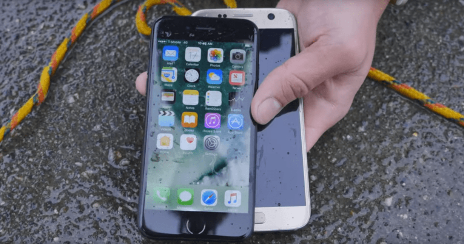 iphone water test iphone 7 has better waterproofing than samsung galaxy s7 12483