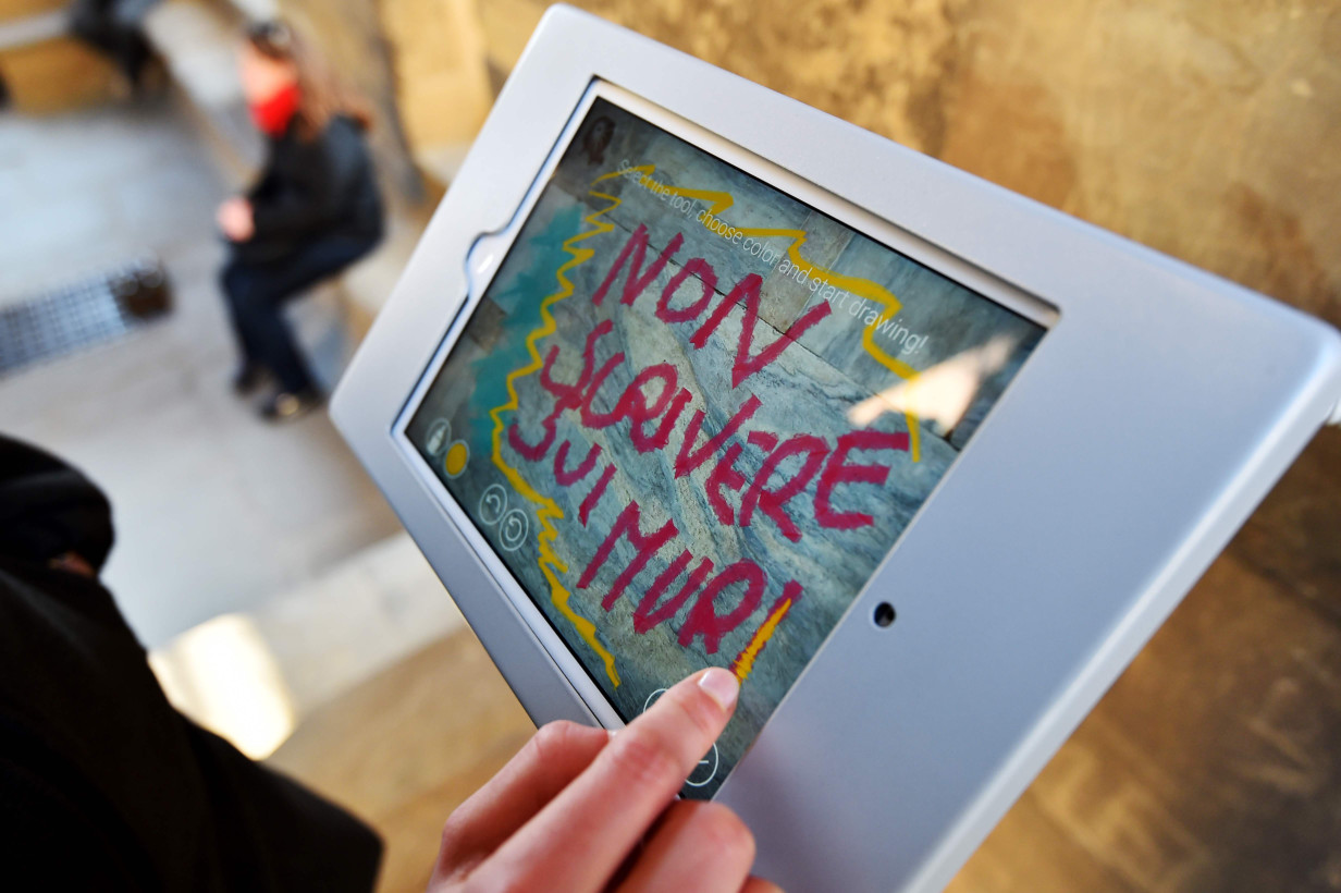 Florence uses 'digital graffiti' to protect its cathedral
