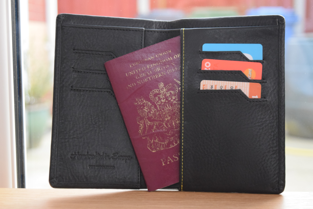 5063b356 This smart wallet tells you when you've been pickpocketed