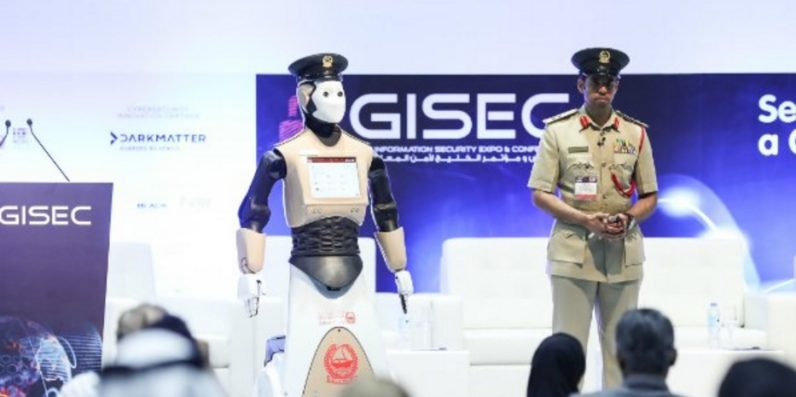 Robot cop begins patrolling the streets of Dubai