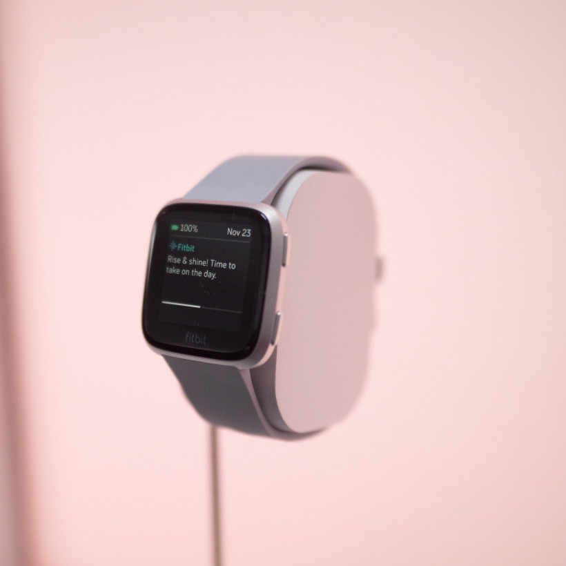 Fitbit's new Versa is a $199 fitness tracker for the Apple Watch crowd