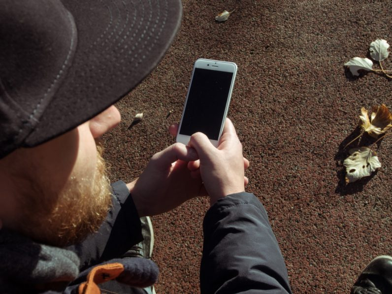 This app wants to pay university students for not looking at their phones