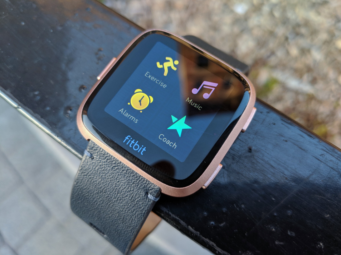 Review: Fitbit's Versa is the first smartwatch I can recommend to most people