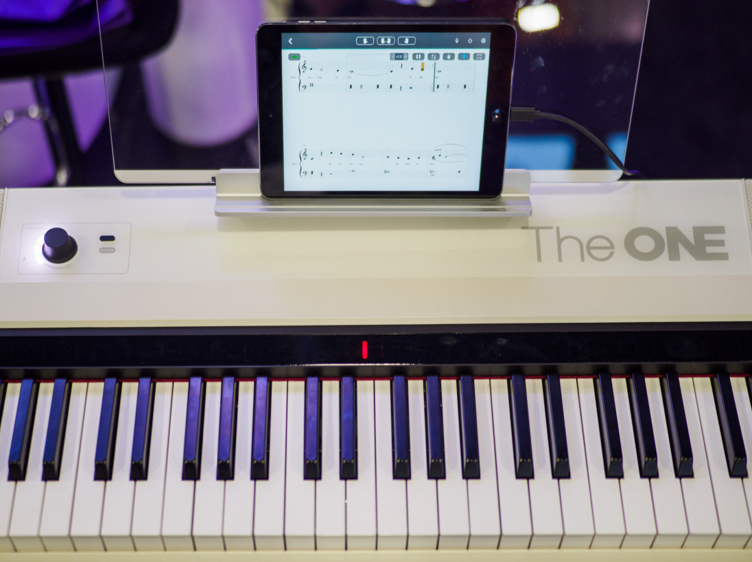 Review: The One Smart Keyboard Pro uses RGB lights to help