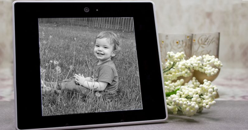 Review: This iHoment digital picture frame is the father's day gift I deserve