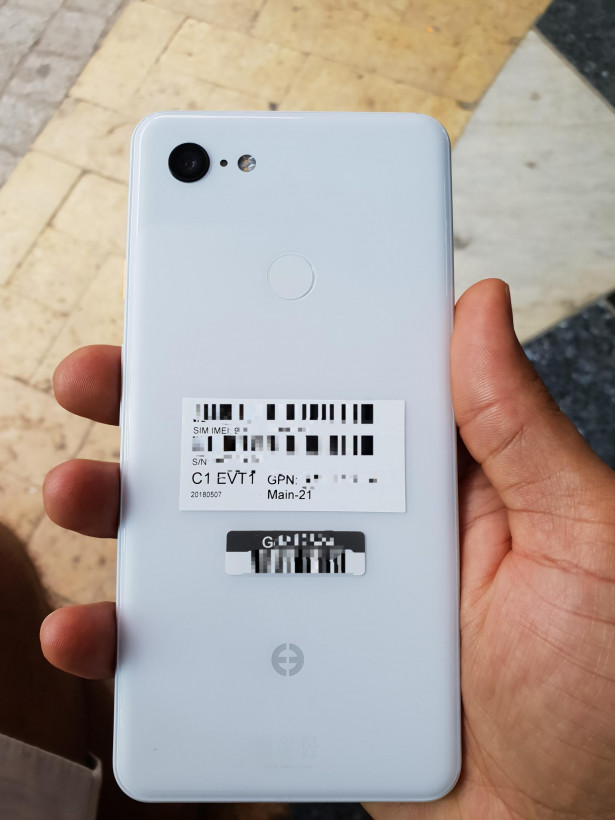 Purported Google Pixel 3 XL leak shows a white body and