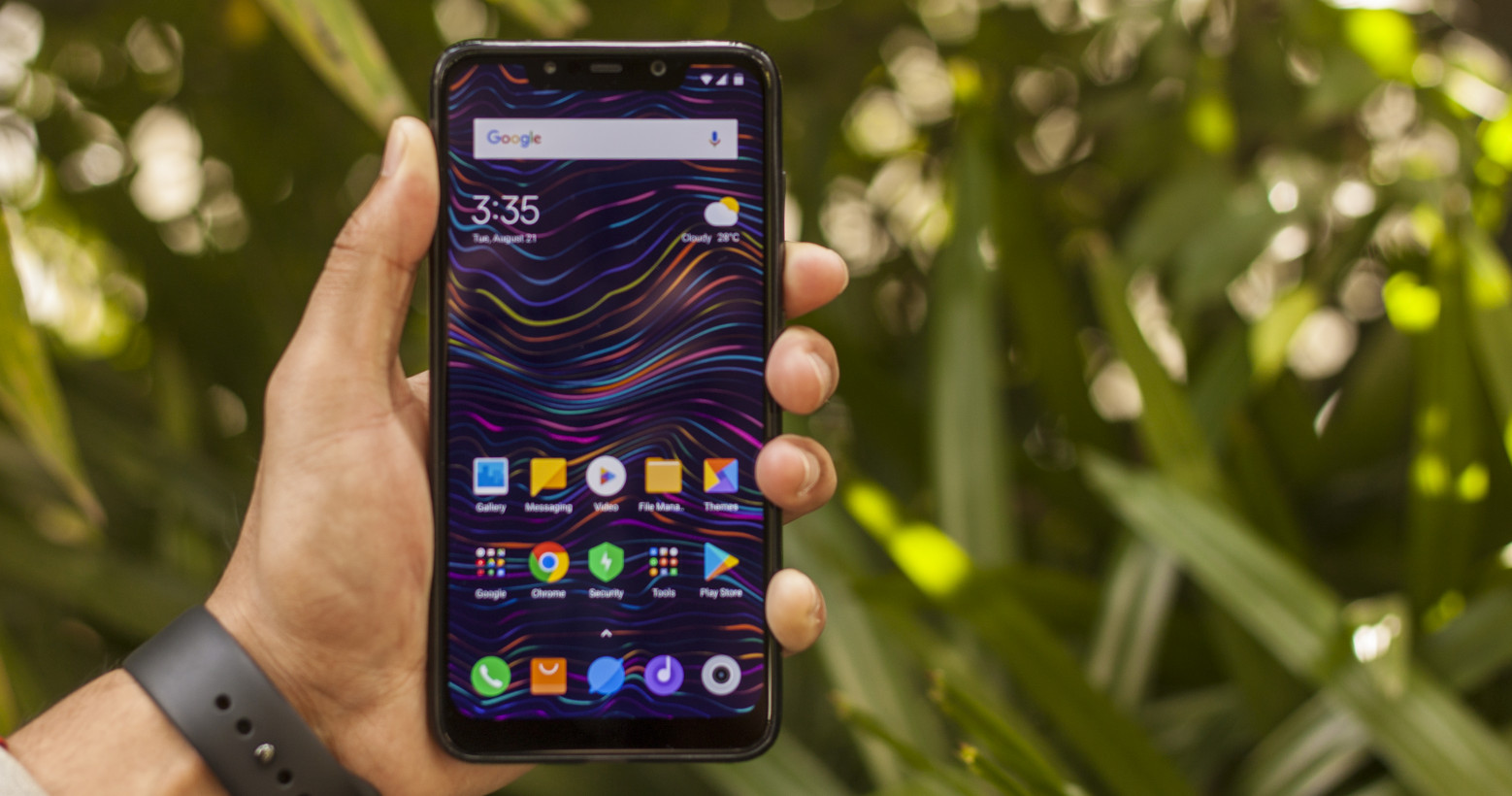 Poco F1 hands-on: Xiaomi gives you a $429 reason to skip flagships