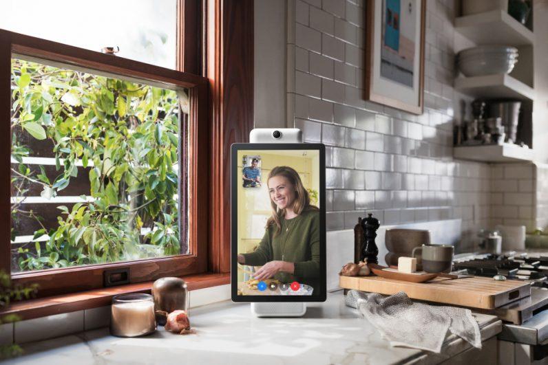 portal light a 796x531 - Facebook announces Portal, its new video chatting hardware