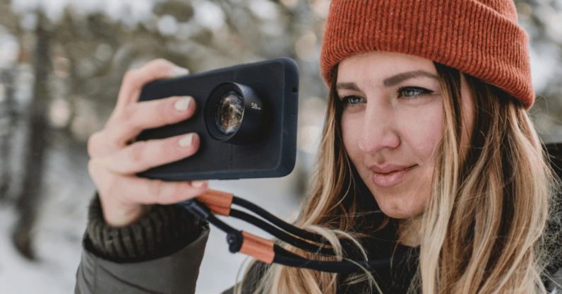 Moment's OnePlus 6 cases turn it into a mini DSLR