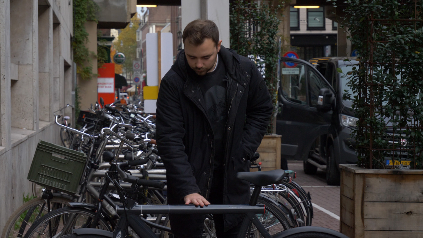 Video: VanMoof's new electric bike is brilliant but costly