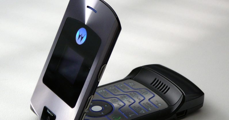 Motorola might bring the sexy back with a foldable Razr phone this February