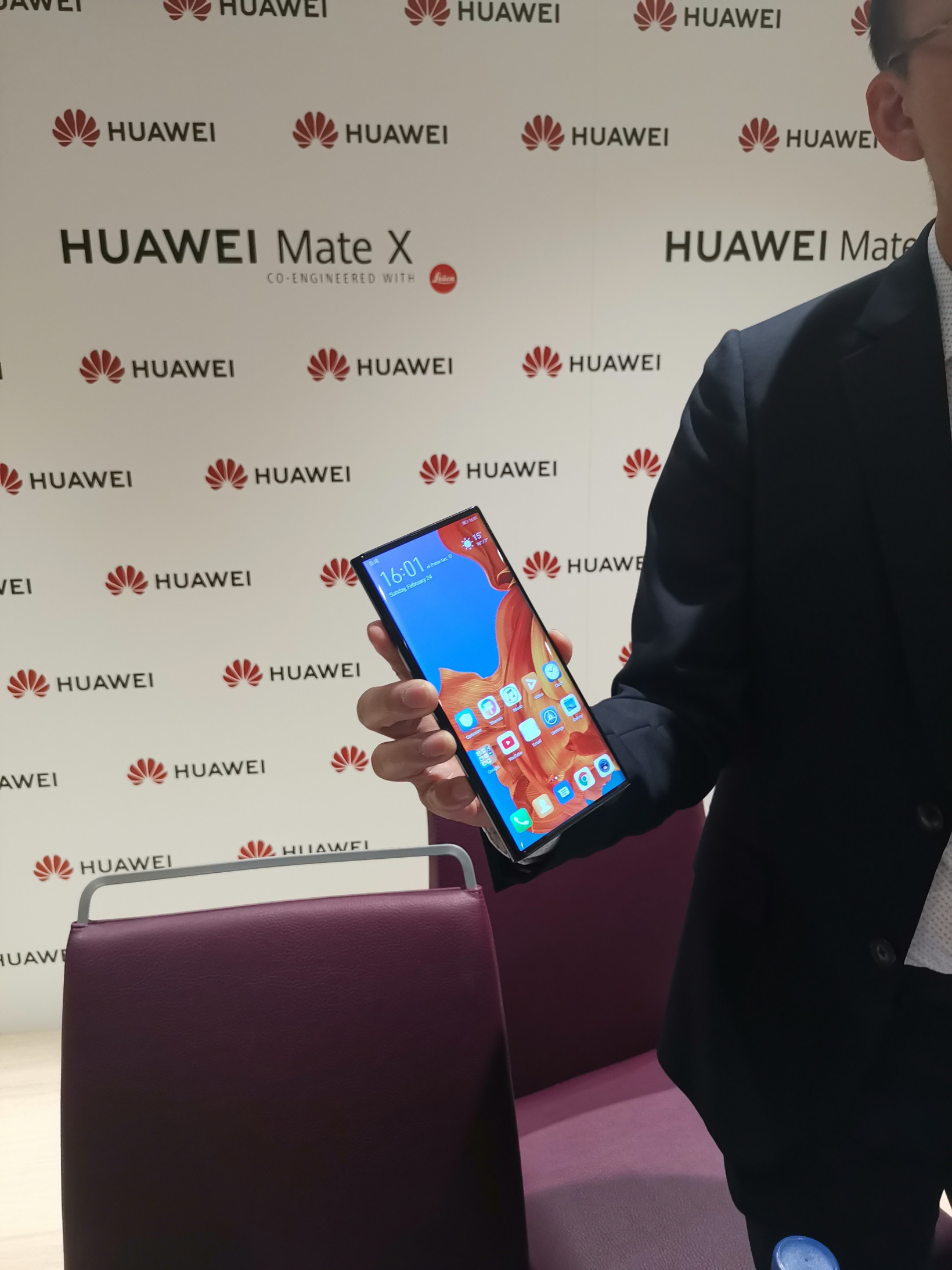 First look at the Huawei Mate X: attractive, powerful, and