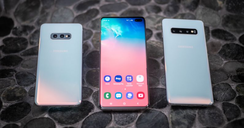 Wallpapers cleverly hiding Samsung Galaxy S10's camera cutout are my