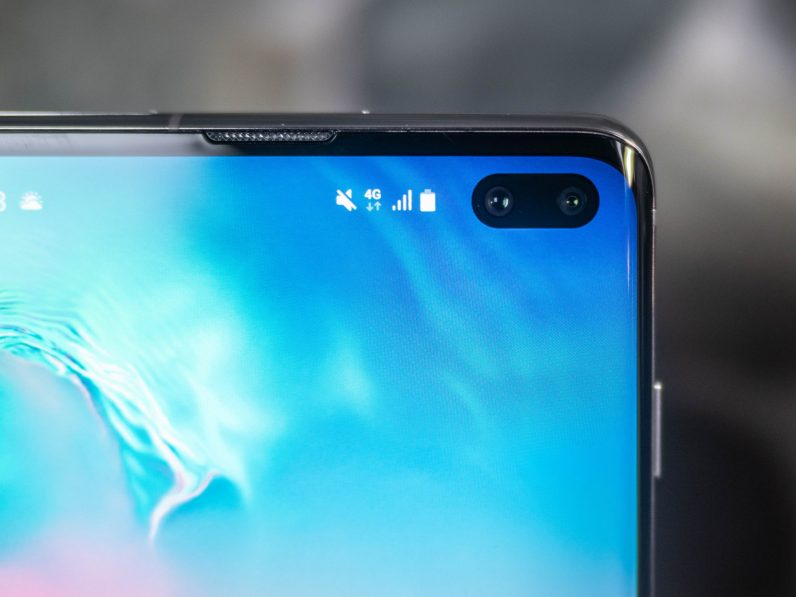 This app turns your Samsung Galaxy S10's camera cutout into a nifty battery monitor