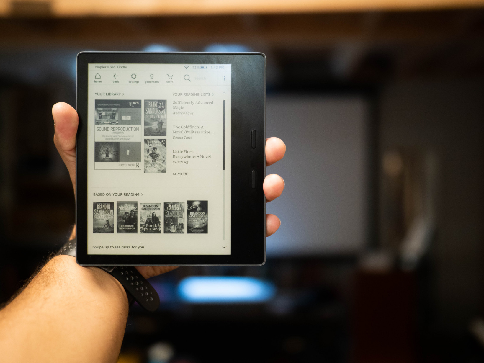 Review: Amazon's 2019 Kindle Oasis brings warmer lighting and little