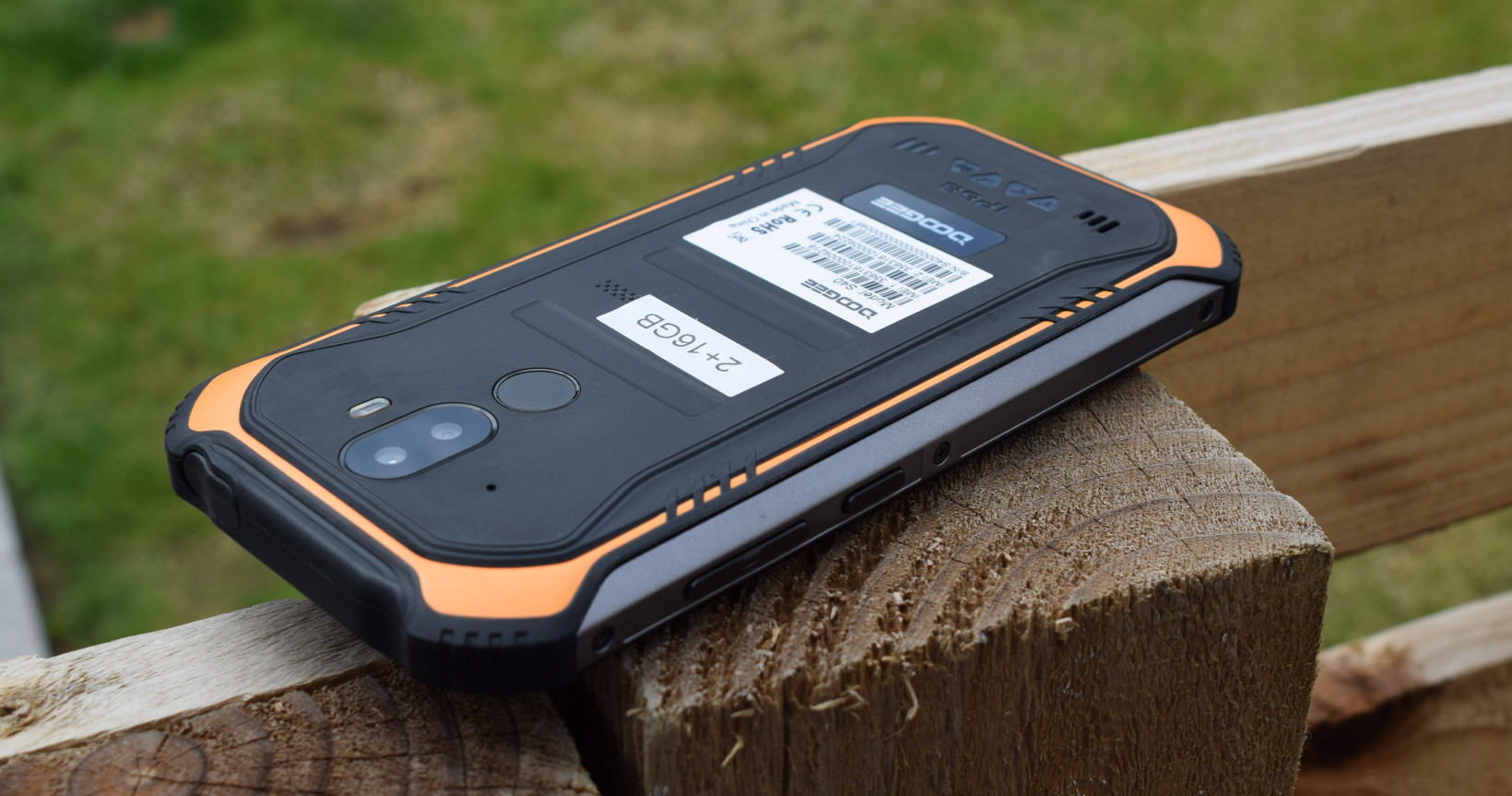 Review: The Doogee S40 is a rugged phone you'll want to break (cause it's crap)