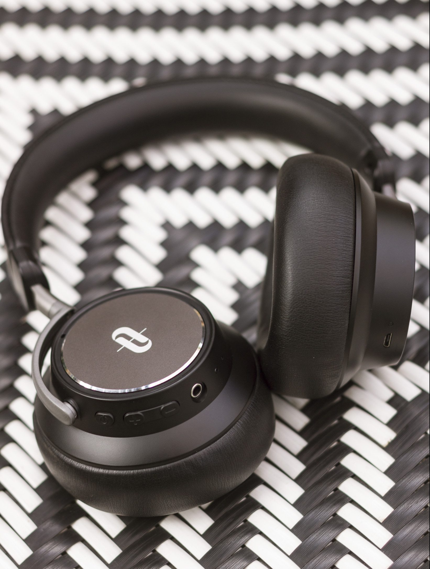These headphones look good and last long on a single charge