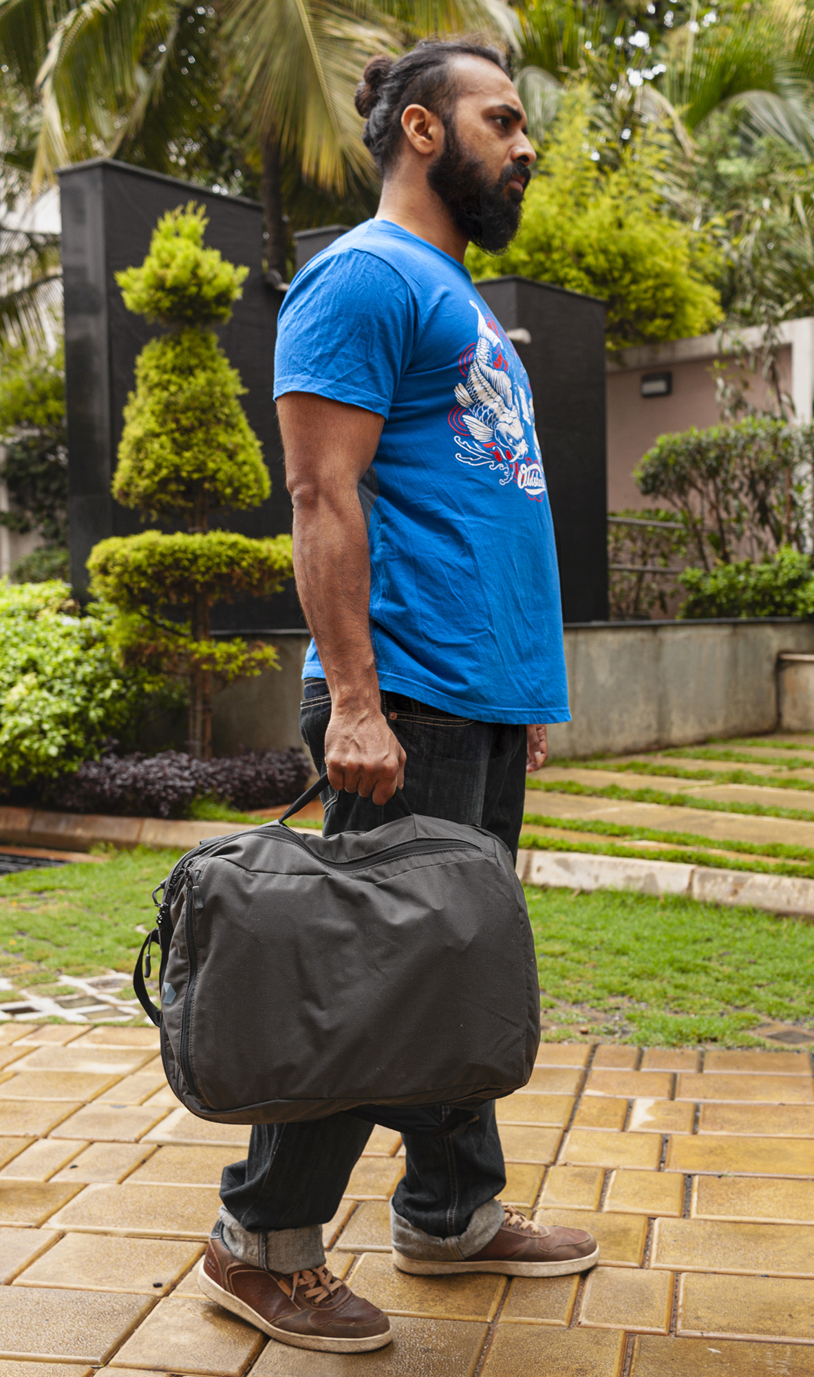 You can comfortably carry the Daily like a duffel bag