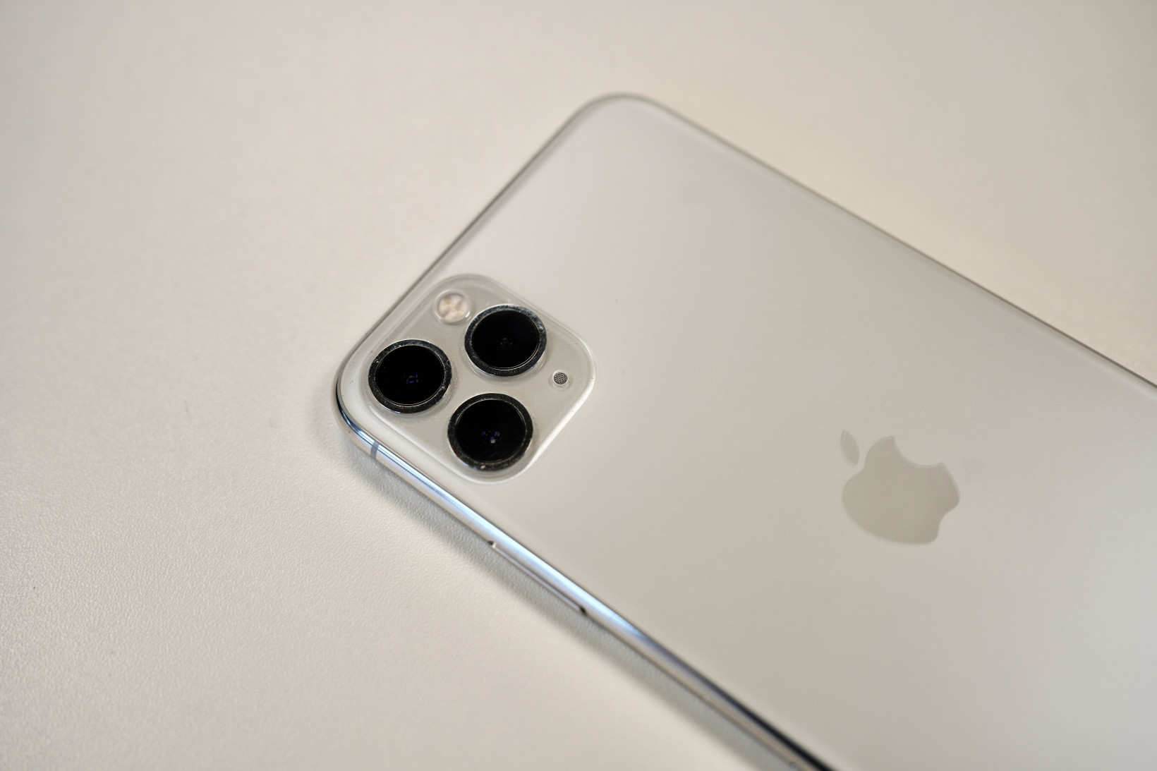 Apple's flagship 2021 iPhone will have no ports at all, say Ming-Chi Kuo
