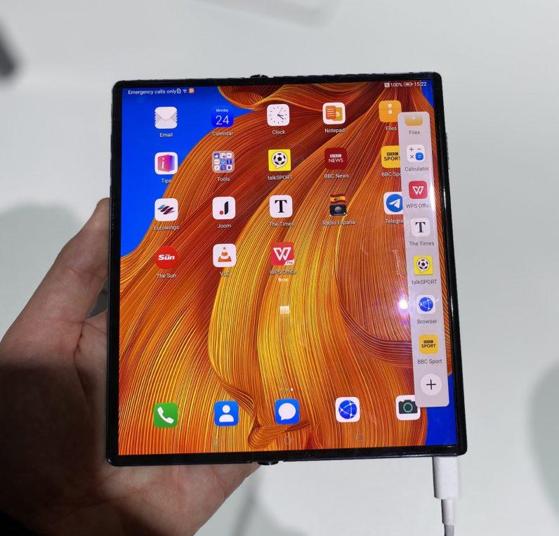Huawei Mate Xs fold screen