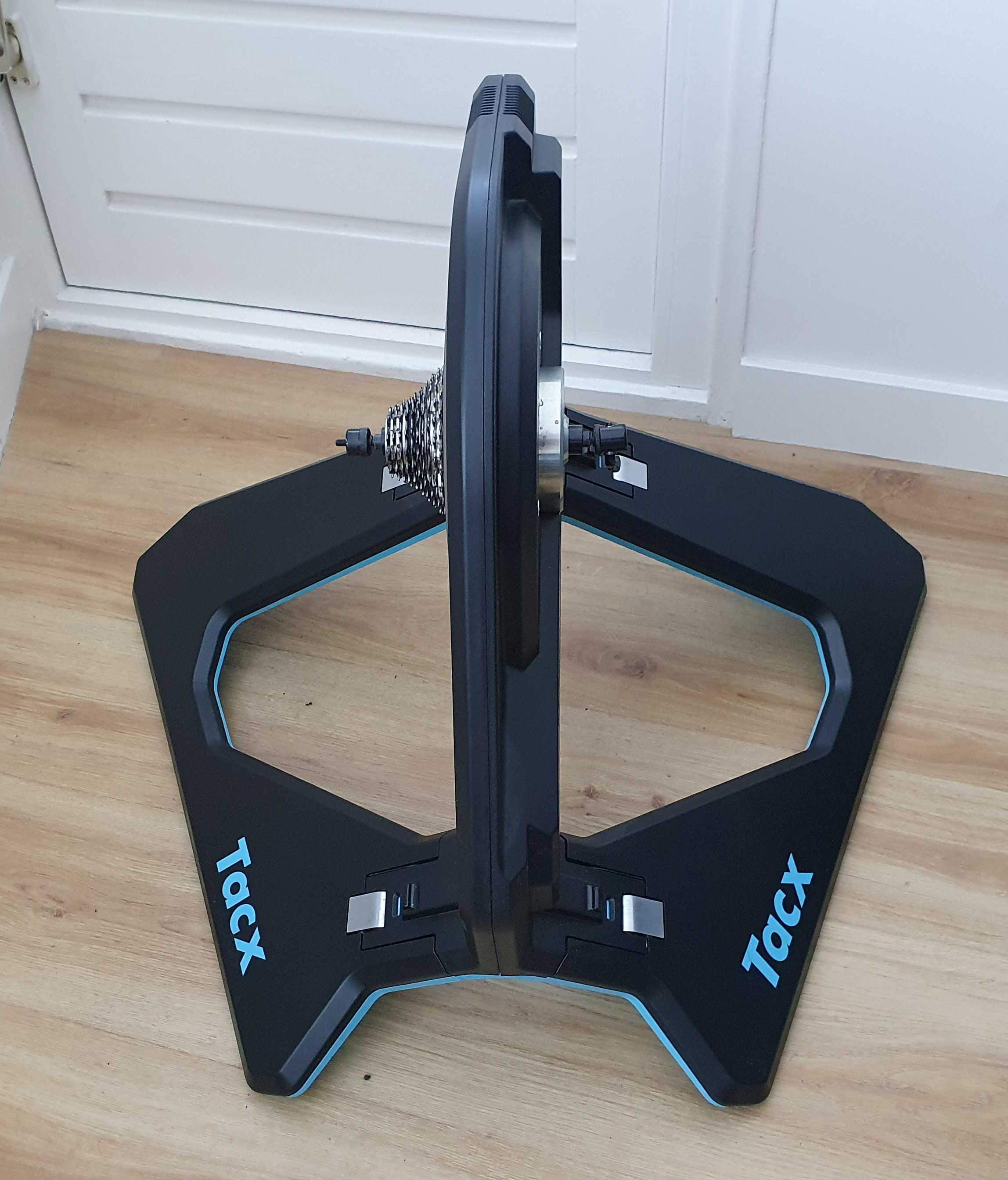Tacx, Neo, front view