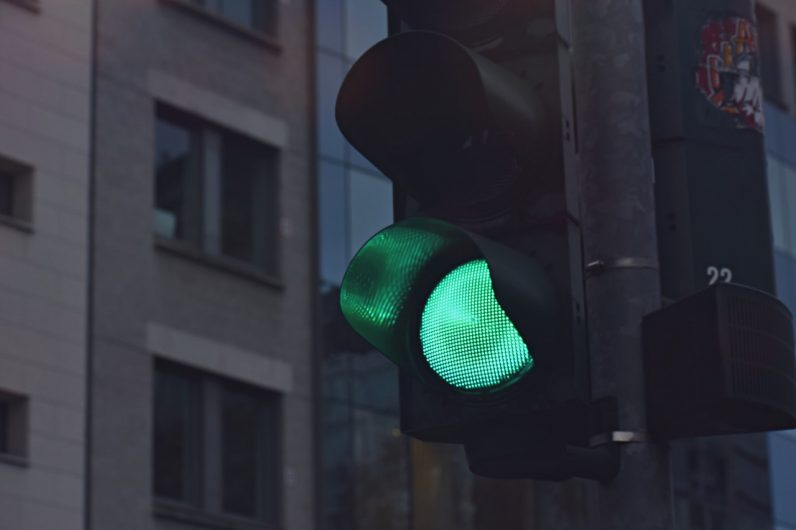 https://cdn0.tnwcdn.com/wp-content/blogs.dir/1/files/2020/07/black-traffic-light-displaying-green-go-signal-1769739-796x530.jpg