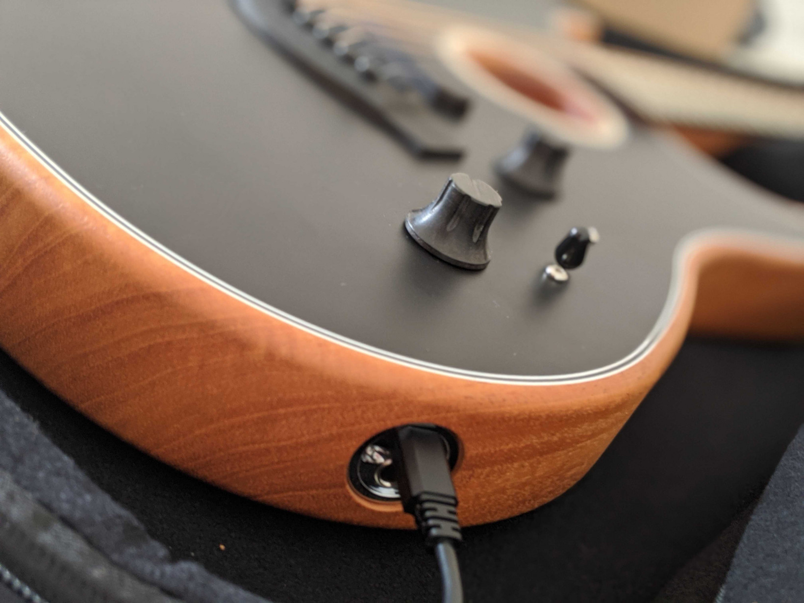 I just can't get over how good Fender's Acoustasonic Stratocaster sounds 4