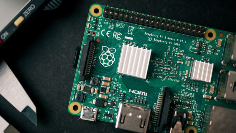 This super bundle explains the Raspberry Pi and how to build and program your own robots