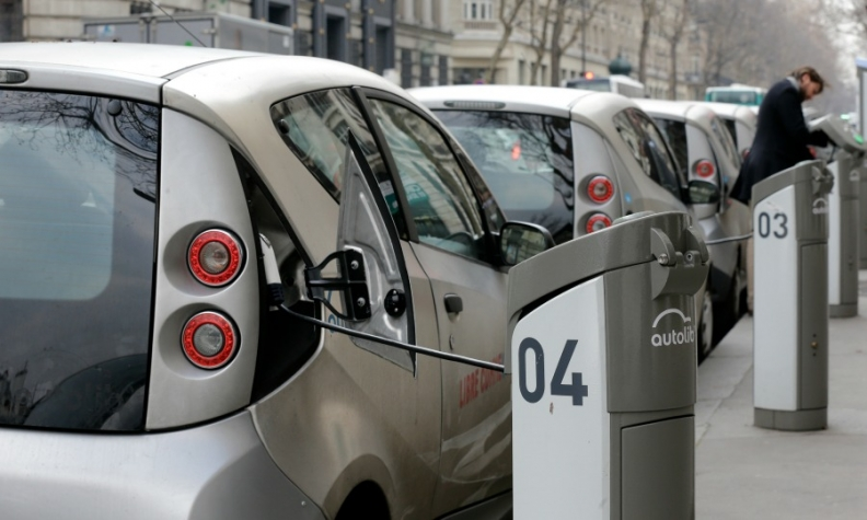 The EU wants to ban sales of new petrol and diesel cars by 2035.